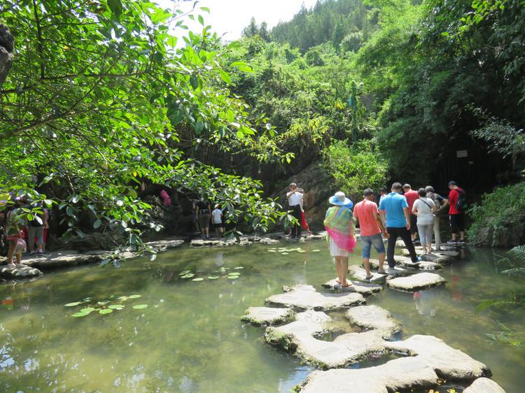 20180721 贵州黄果树瀑布水上石林